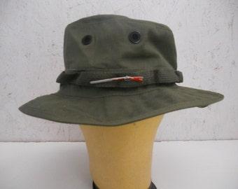 Vintage Army Jungle Hat w/Rifle Pin Green Bucket Hat Size Medium