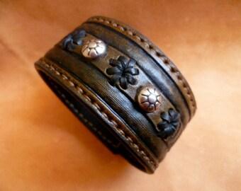 "1-3/8 ""(3,5 cm) DK Brown Leather cuff bracelet- Magic Woman"