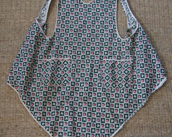 Vintage  1950's - Rose apron with small hole - 40 long x 32 wide