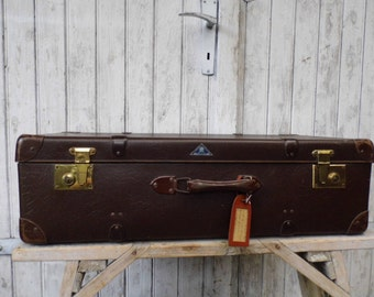 old luggage suitcase from the 50s Vulkanfier