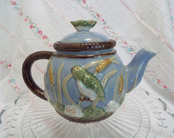 Vintage majolica tea pot