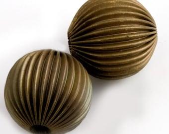 Vintage large corrugated hollow brass melon bead. 23mm. 1 pc. b18-0171-5(e)