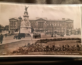 Vintage Postcard - Buckingham Palace and Queen Victoria Statue, London 1953