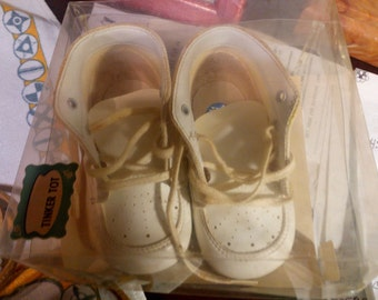Vintage Baby Shoes in Box..Washable..sz 3