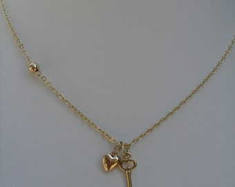 Necklace in gold 585 (14 K) with sweet double pendant heart and key!