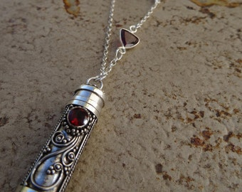 925 Silver chain with be filled barem pendant with Garnet! Super long!