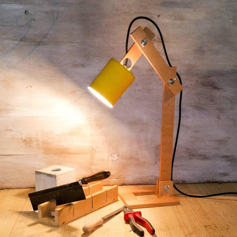 Desk lamp legno giallo tin in legno lampada lampada da - Lamparas de mesa recicladas ...