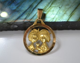 Vintage Raymond Peynet 18K Gold, 750 Peynet's Lovers holding Heart Pendant