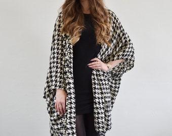 Black & white dogtooth printed oversized kimono