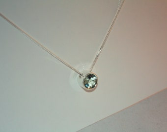 Green Quartz and sterling silver pendant with chain