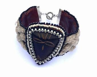Bracelet masque africain bois et corde brodé de perles