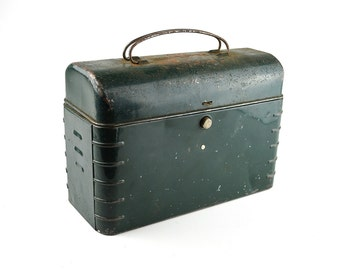 Green Metal Lunch Box ~ Hamilton Metal Products ~ Piker Patented Lunch Box ~ made in USA ~ 1930s
