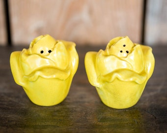 Vintage Yellow Roses Salt & Pepper Shakers - Mid Century Ceramic Yellow Flowers Roses Kitchen Salt and Pepper Shakers - Vintage Farmhouse