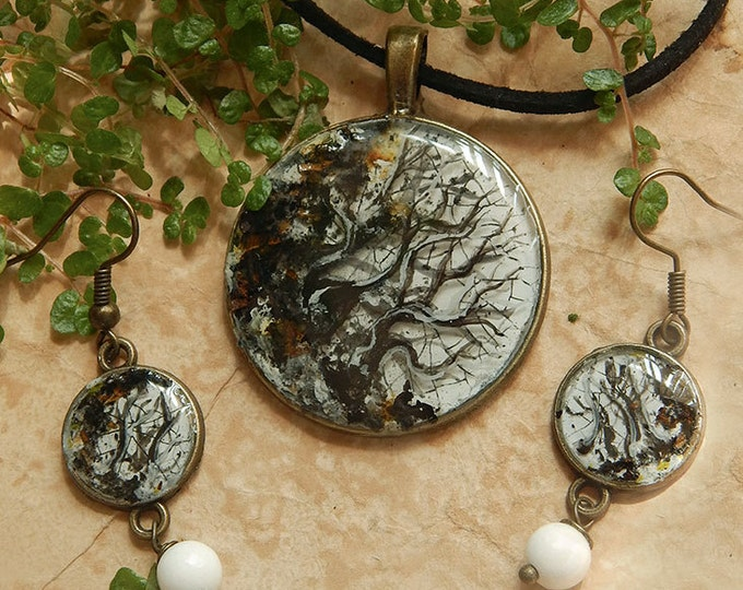 Epoxy resin round pendant whis white agate, 3D painting tree branch, agate jewelry, natural stone necklace, unique art, black and white