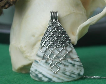 Vintage Large Sterling Silver 925 shell and Mop Pendant/Necklace 16 inch Sterling Silver Box Chain