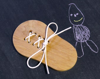 A wooden toy to learn how to tie shoelaces.