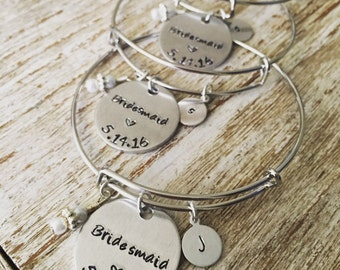 SET OF 10 Bridal party bangle bracelets / Personalized bridesmaids jewelry gift / Maid of honor  Mother of the bride  Wedding charm bracelet