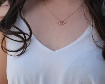 Three Rings Necklace. Three Generations Symbol. Everyday Necklace. Gold Necklace 14k Gold-filled. Sterling Silver. Dainty Chain Necklace