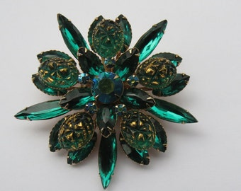 Vintage Large Emerald Green Molded Glass Rhinestone Starburst Brooch