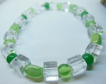Green and glass elastic bracelet