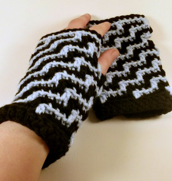 Crochet Patterns Intermediate : PATTERN: Intermediate, crochet, fingerless gloves, wrist warmers ...