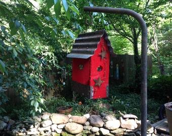APPLE RED LUNCHBOX Bird Feeder....Birds Love 'em !!