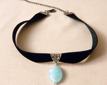 Choker velvet with light blue glass pendant, necklace, Gothichalsband, Gothicchoker, Victorian collar, necklace