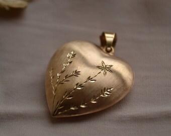 Beautiful vintage gold heart pendant, Diamond-cut etched heart pendant, Puffed heart pendant, Vintage gold pendant