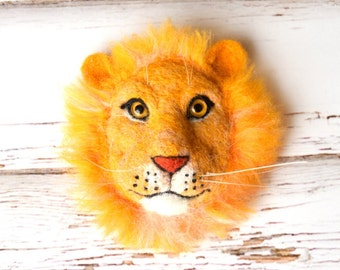 Needle felted lion brooch. Needle animals. Animal brooch. Animal jewelry