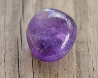 Amethyst stone / amethyst crystal / amethyst tumbled (protect, aware, sobriety,  focus, insomnia, balance, crown, third eye chakra)