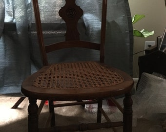 Beutiflul Well Preserved vintage Cain Chair