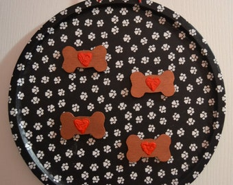 Paw Prints Magnetic round hanging decoration