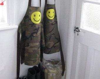 8-10yrs,10-12 yrs. 'Camo Smiley' appliquéd boys apron.