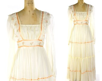 70s Gunne Sax Maxi Dress / Vintage 1970s Hippie Boho Renaissance Peasant Bridal Festival Dress in Creme Gauze / Prom Wedding / Floor Length