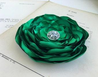 Emerald Green Flower Hair Clip.Brooch.Pin.Green Bridesmaid Headpiece.Satin Flower.Wedding hair piece.fascinator.fabric flower.kelly green.