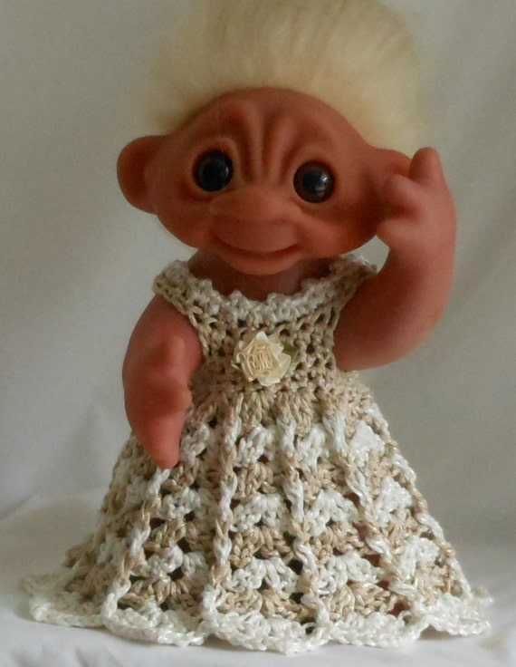 Shades of Beige and White  - 8 1/2 Inch TROLL Outfit