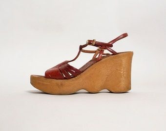 "Vintage 1970s Wedge Sandals - Famolare ""Hi There"" T-Strap Rubber Sole Boho Oxblood Red Leather Italian Sandals - US 5 Euro 35"