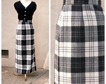 Vintage plaid maxi skirt / Evan-Picone wrap skirt / Buffalo plaid / black white wool / designer hostess skirt / ADJUSTABLE medium large xl