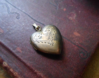antique gold  heart shaped floral locket - art deco flower and pinstripe - antique costume jewelry