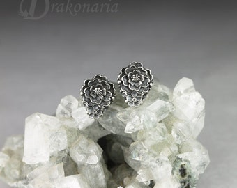Little garden 01 - tiny sculpted flower earrings in sterling silver, limited collection