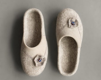 Organic wool slippers Felted slippers for women House shoes Beige clogs with beige flower Eco friendly home shoes Woman slippers