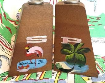 Vintage Bradenton Florida salt and pepper shakers wood Mid Century Modern flamingo palm tree kitsh souvenir