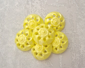 Yellow Flower Buttons 22mm - 7/8 inch VTG Pierced Yellow Swirlback Flower Buttons - 6 Vintage NOS Primrose Yellow Floral Shank Buttons PL389