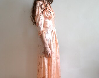 RESERVED Vintage 1940's Dressing Gown/ Robe/ Peach Floral Peignoir/ XS