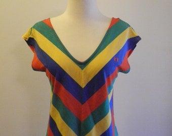 HANG TEN v-neck RAINBOW chevron stripe 70s / 80s tee sz. Small / Medium