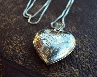 Vintage Sterling Silver Heart Locket Necklace Etched Engraved Silver Chain 925 Italy SU Keepsake Locket Pendant Photo Picture Love Jewelry