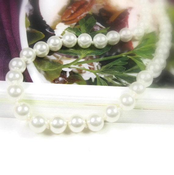 Vintage White Pearl Necklace, Bridal Wedding Jewelry, Classic Pearl Strand Necklace For Mom, Mad Men Style