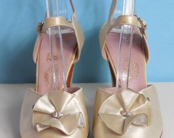 1930's Vintage Wedding Shoes Laird Schober & Co Cream Silk Satin Peep Toe Wedding Heels Size 6