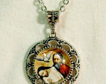 Holy Trinity pendant with chain - AP05-015