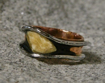 Copper ring with Amber